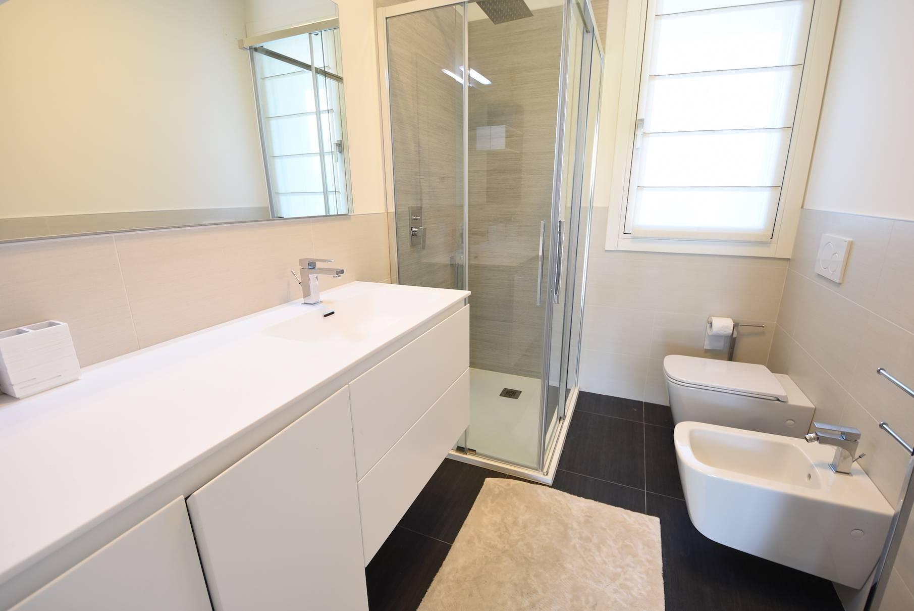 bagno-appartamento-1085795675