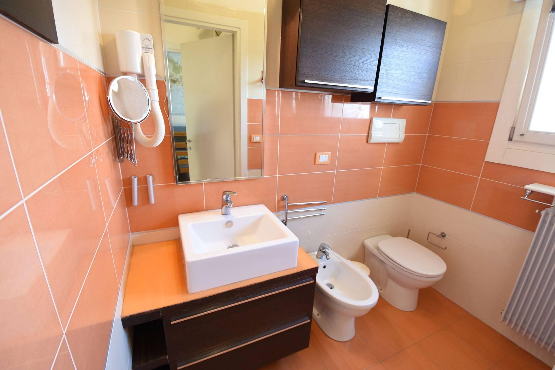 bagno-appartamento-vacanza-jesolo-763905224