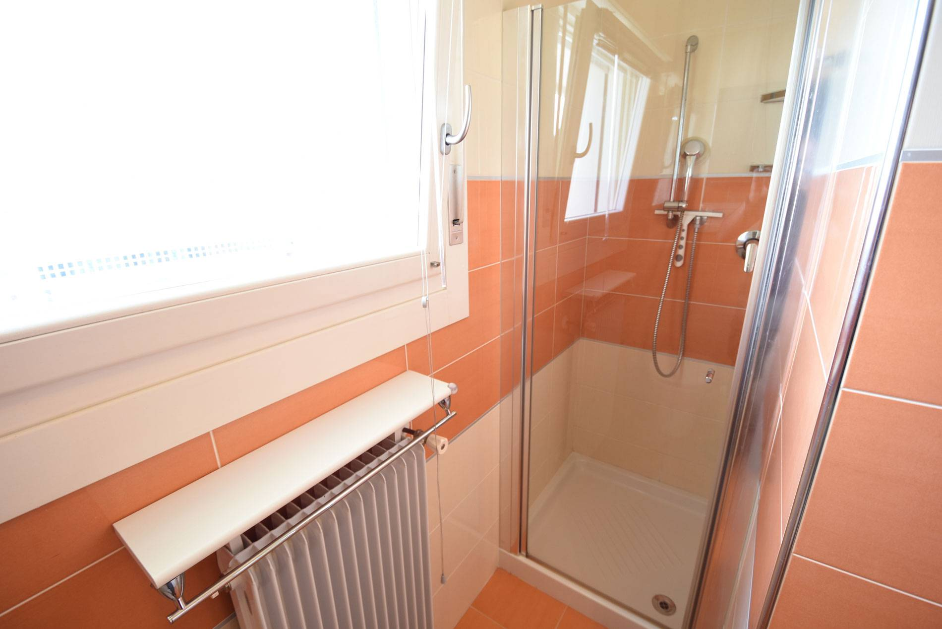 box-doccia-appartamento-1825870843