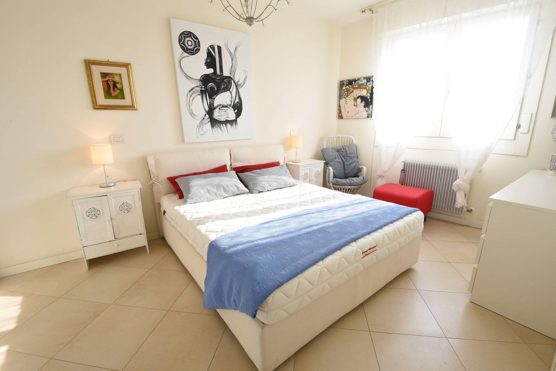 camera-da-letto-appartamento-vacanze-jesolo-2036122380
