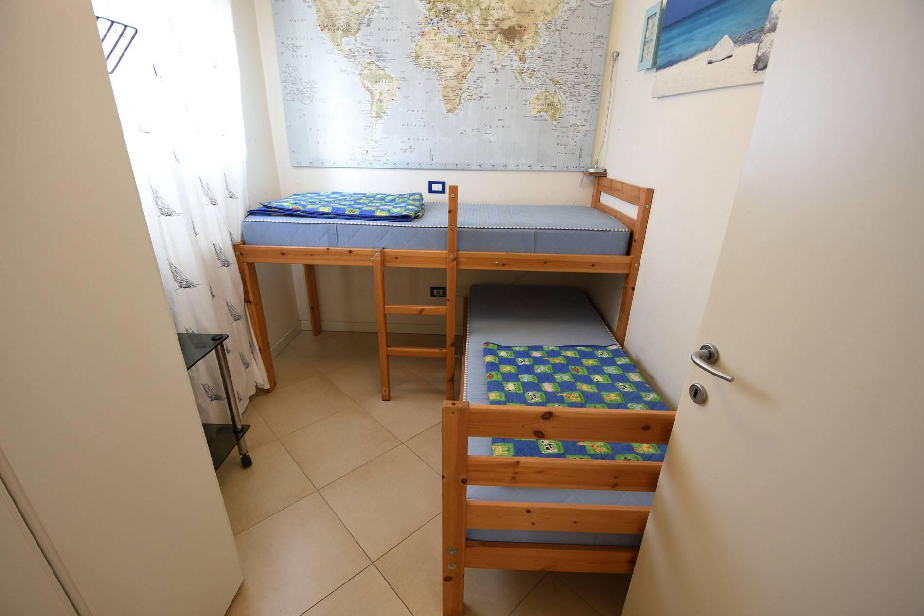 camera-da-letto-letti-singoli-appartamento-111583922
