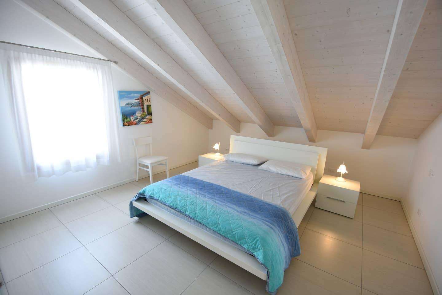 camera-da-letto-mansarda-1172983242