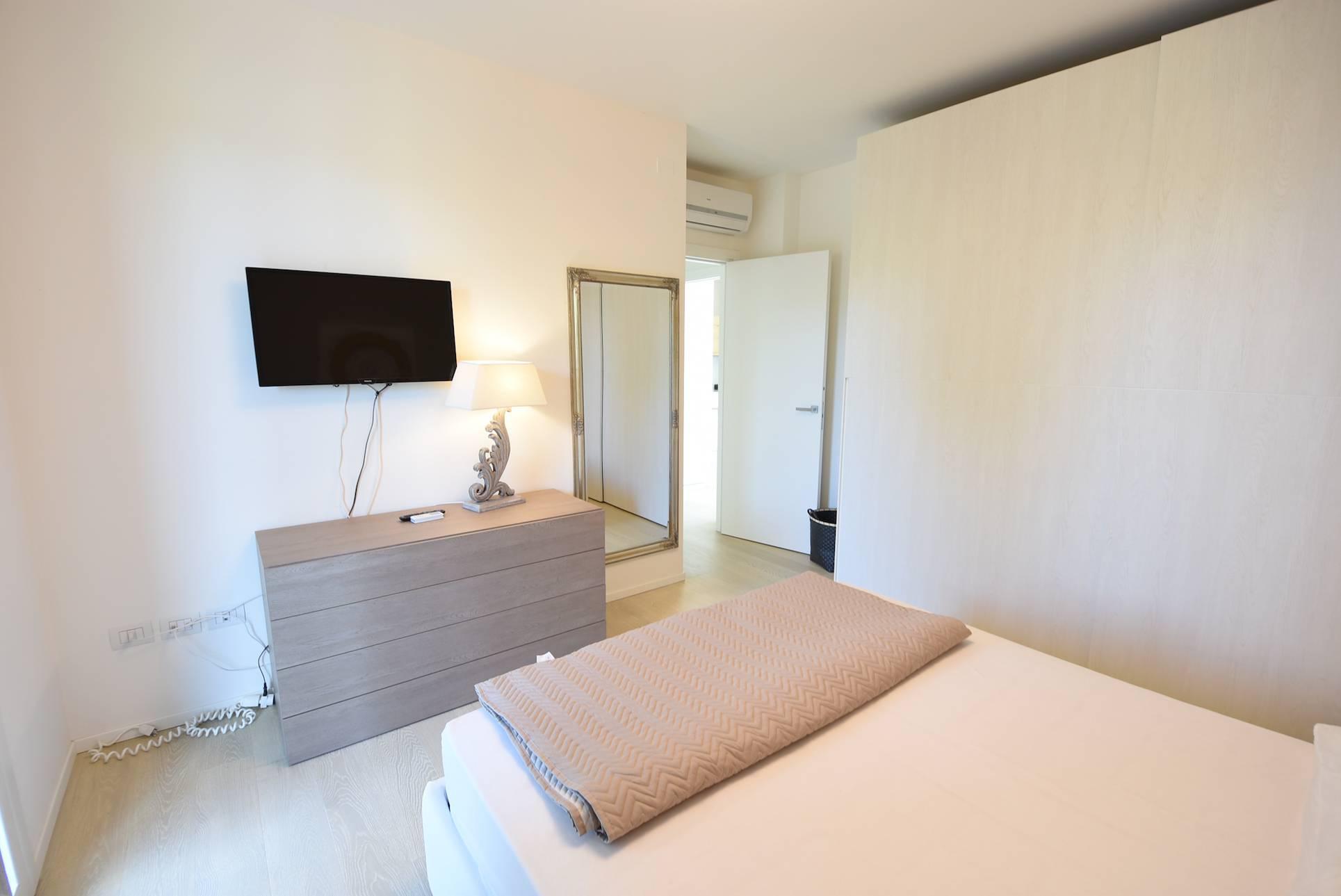 camera-letto-casa-vacanza-jesolo-1685909940