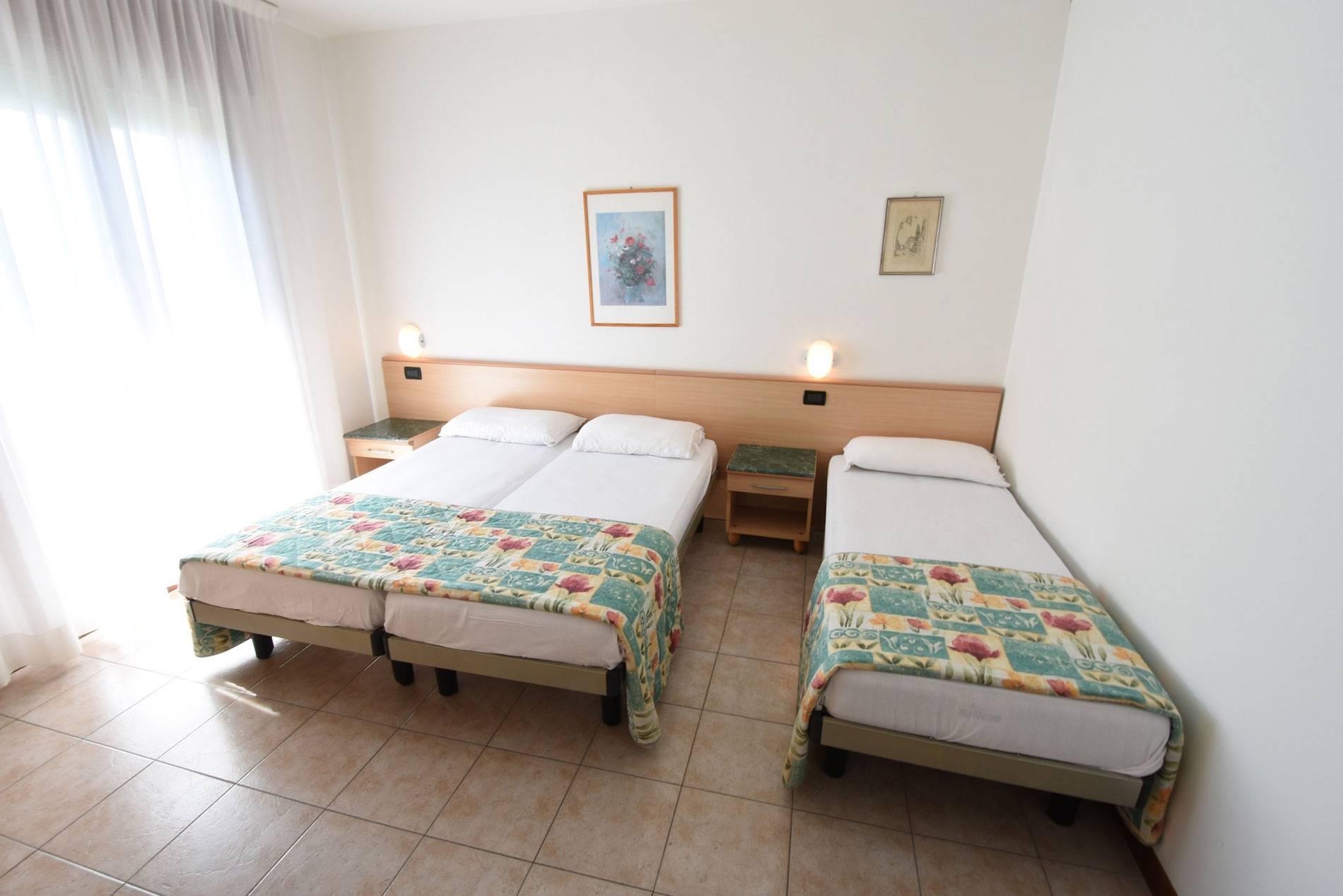 camera-tripla-jesolo-appartamento-1534265865