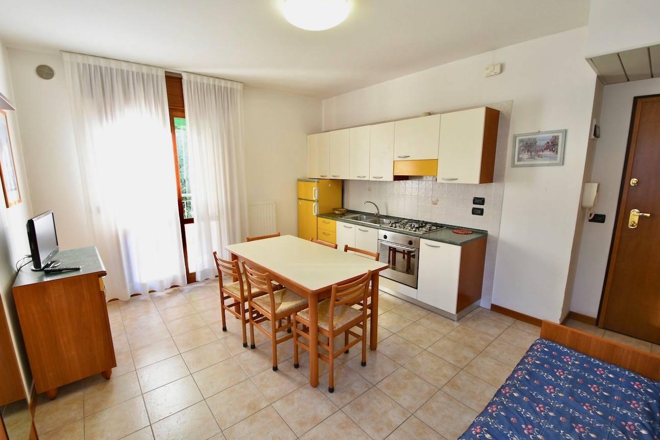 cucina-appartamento-bilocale-affitto-vacanza-jesolo-1844362213.jpeg