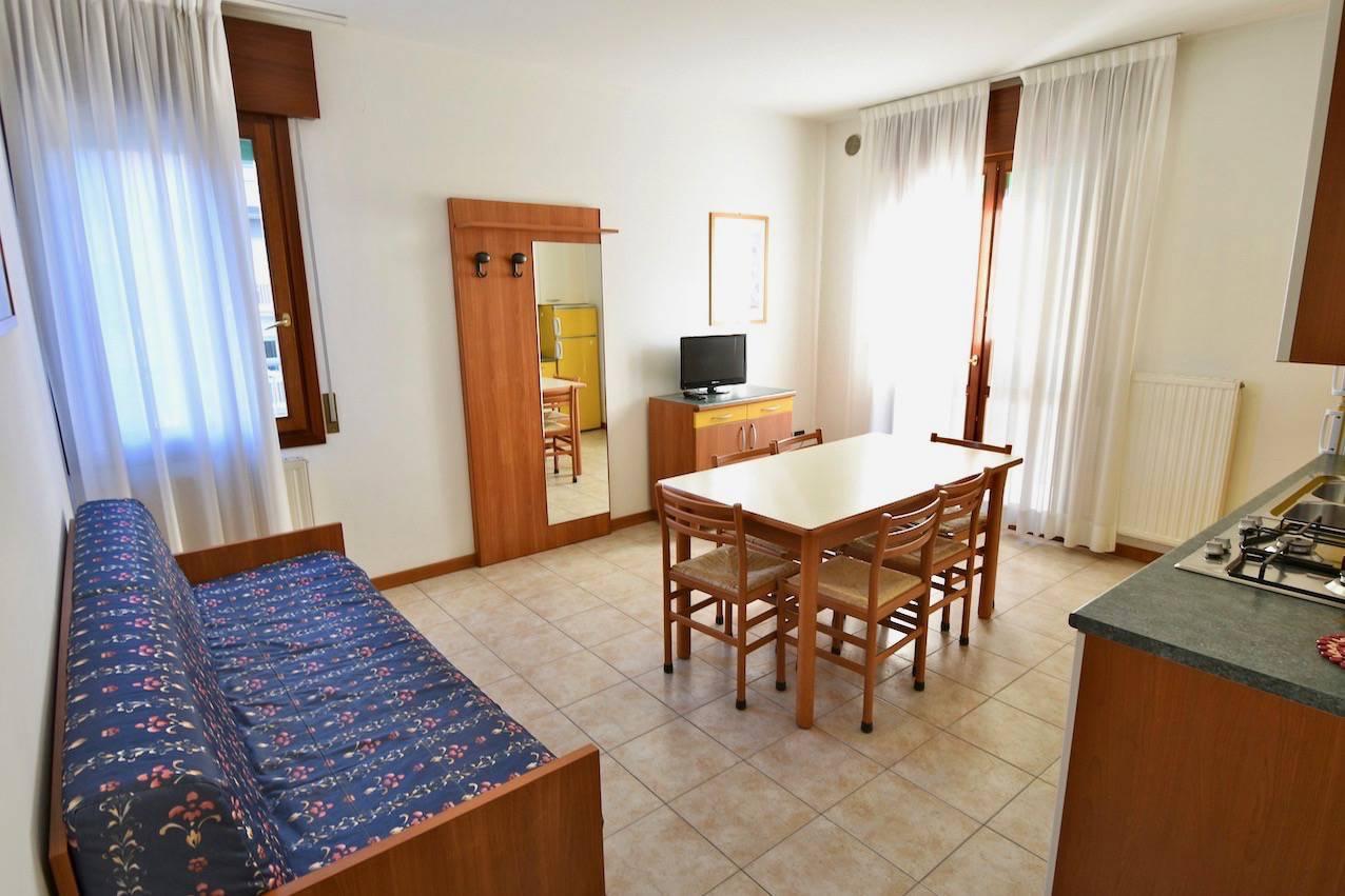 soggiorno-cucina-appartamento-vacanza-jesolo-894017934.jpeg